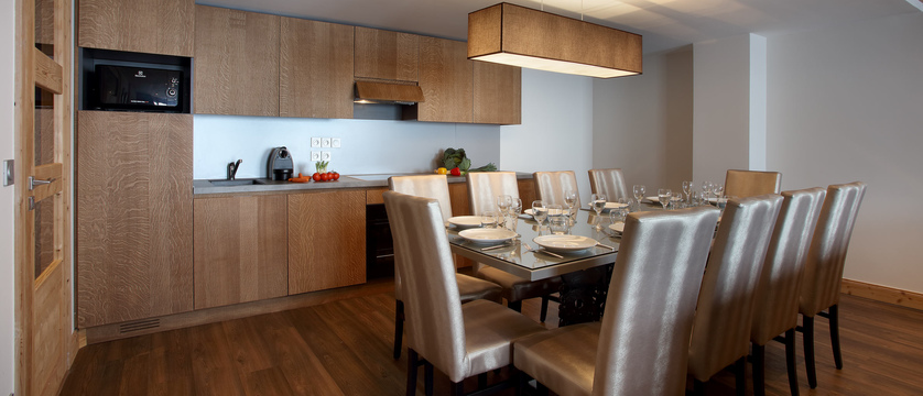 France_Les-Arcs_La-Source-des-Arcs-apartments_kitchen-dining_area.jpg